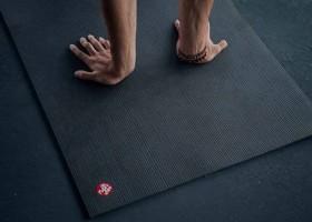 Làm thế nào để tránh bị trượt trên thảm yoga Manduka PRO?