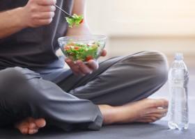 Vì sao chỉ được ăn uống sau khi tập yoga 30 phút?